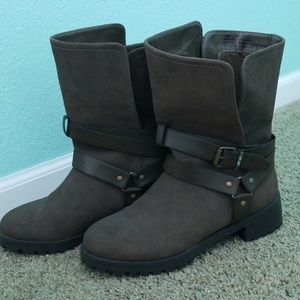 Size 8 regular brown boots
